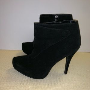 Cupid black heel ankle booties. Size: 8